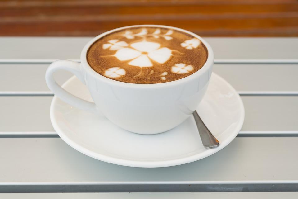 קפה גרציא בקיבוץ העוגן קפה וביסטרו באווירה כפרית